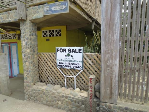 FOR SALE! Over 300 square meters on Puerto Lopez malecon $299,000